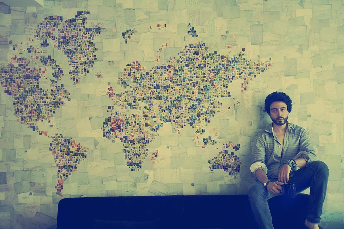 La maison di moda MISSONI ha scelto  Carlos come interprete delle nuance e dei colori del mondo.